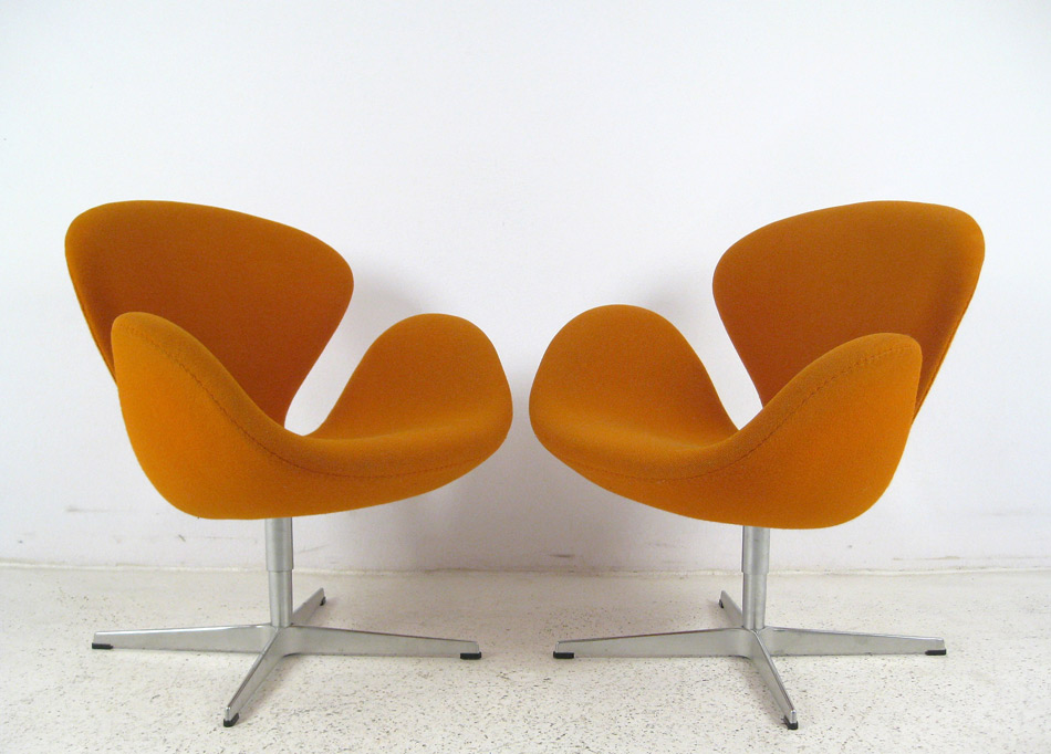 swan chairs par arne jacobsen fritz hansen 1957 the good old dayz. Black Bedroom Furniture Sets. Home Design Ideas