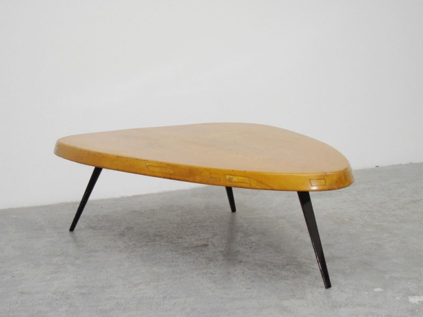 table basse forme libre charlotte perriand