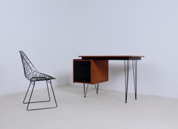 pastoe-desk-black-drawers-teak-hairpin-wire-legs-braakman-fifties-design-dutch-1[1]