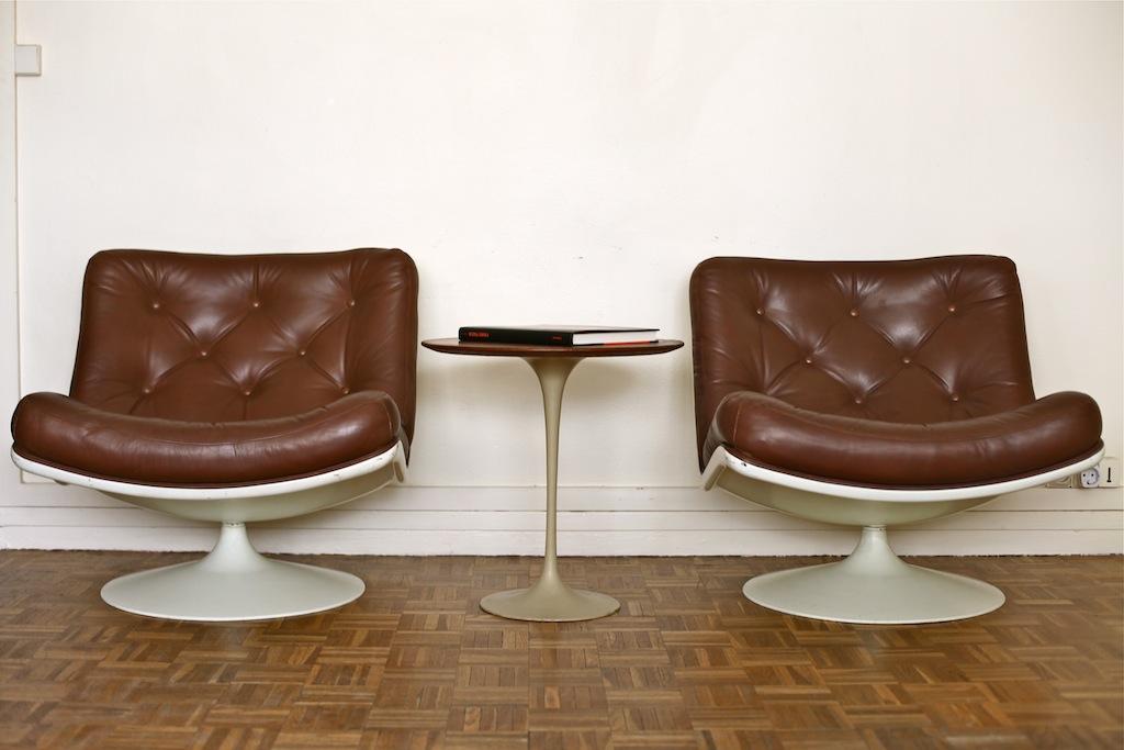 vente paire de fauteuils f976 de geoffrey harcourt. Black Bedroom Furniture Sets. Home Design Ideas