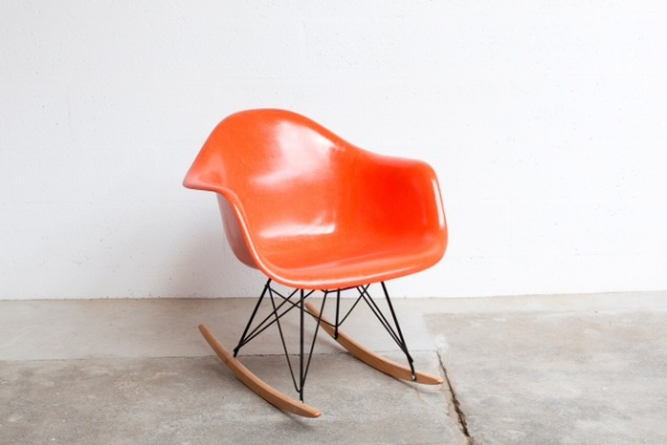 SE_014_EAMES_RAR_FIBERGLASS_HERMAN_MILLER_MOBILIER_INTERNATIONAL