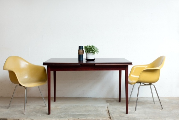 TA_048_TABLE_VINTAGE_SCANDINAVE_LISA_LARSSON_HERMAN_MILLER_EAMES_RAR