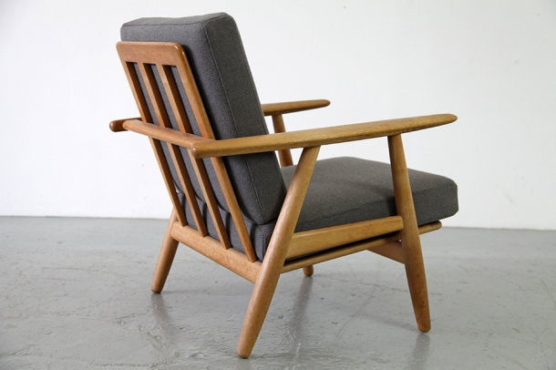 GE-270 Easy Chair designed by Hans Wegner for Getama 2