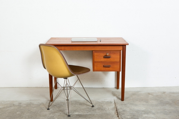 the good old dayz BUREAU_SCANDINAVE_TECK_60_HERMAN_MILLER_EAMES_EIFFEL[1]