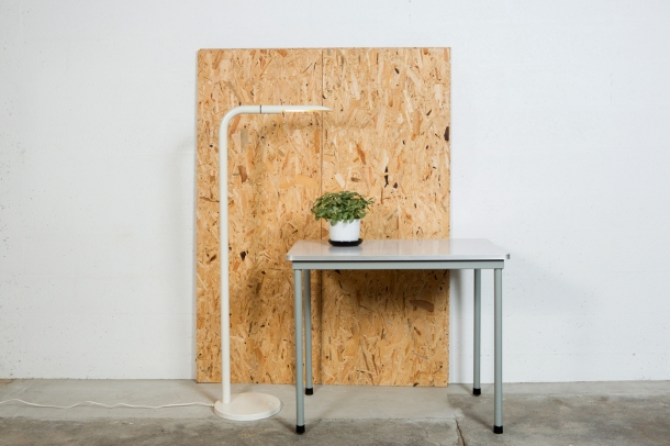 the good old dayz TABLE_AHREND_INDUSTRIEL_FORMICA_LISEUSE_OSB[1]