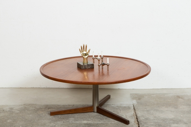 the good old dayz TABLE_BASSE_RONDE_SCANDINAVE_VINTAGE_TECK[1]