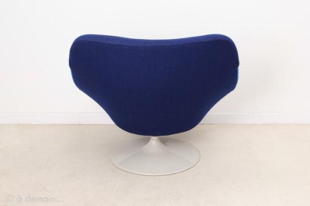 fauteuil-lounge-f519-raye-bleu-par-geoffrey-harcourt-pour-artifort-1960s-2