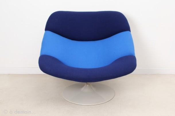 fauteuil-lounge-f519-raye-bleu-par-geoffrey-harcourt-pour-artifort-1960s