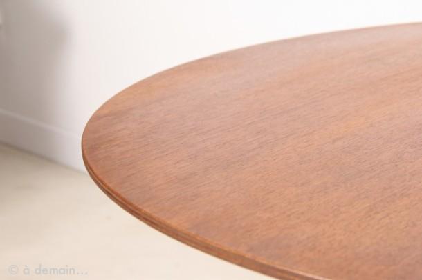 table-basse-ronde-et-tripode-par-arne-jacobsen-pour-fritz-hansen-de-1963-1